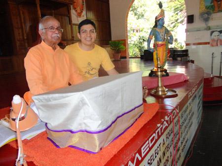 Sadhak-Yoga-sivananda-escuela